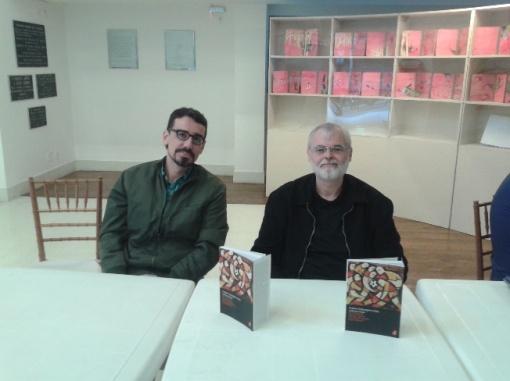Raphael Rajão Ribeiro e Elcio Cornelsen durante a tarde de autógrafos do lançamento do livro.